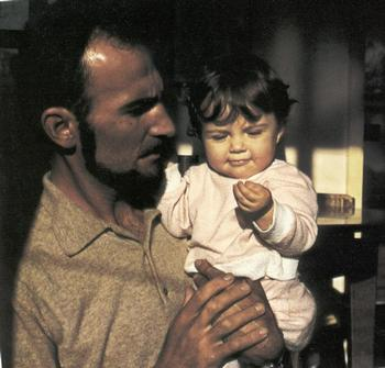 Il film vuole ricordare la figura di Guido Rossa, operaio dell'acciaieria Italsider di Cornigliano, militante del ... - Guido_Rossa_con_la_figlia_Sabina-thumb