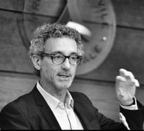 """Incontri con gli autori finalisti del Premio letterario Galileo 2017. Alessandro Amato """"Sotto i nostri piedi""""-Alessandro Amato"""
