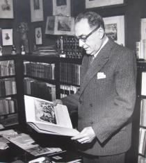 Bruno Brunelli Bonetti ritratto nello studio