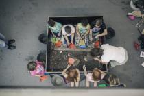 i bambini e lo scavo