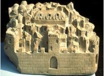 Andriolo De Santi, Modellino della città di Padova, tomba di Ubertino da Carrara, chiesa degli Eremitani, Padova