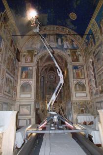 ragno meccanico per la spolveratura degli affreschi