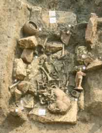 tomba del bimbo al momento dello scavo